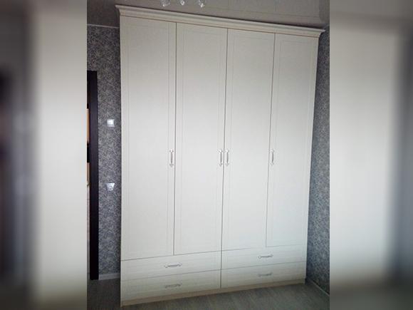 Шкаф распашной в классическом стиле